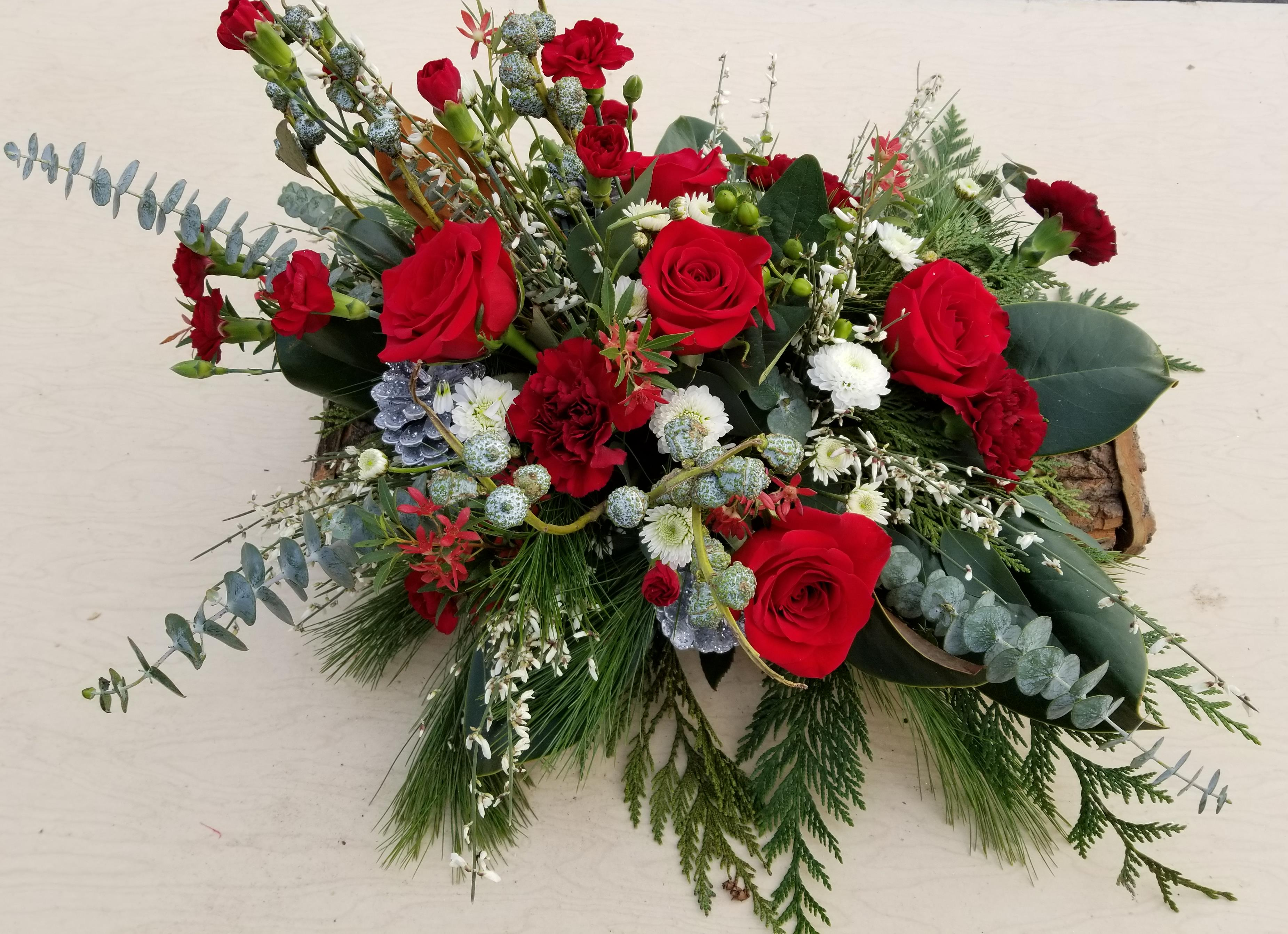 Christmas Table Arrangements Flowers.Christmas Table Centerpiece Cedar Brook Garden Center